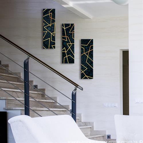 """שלישיית תמונות עץ דקורטיביות לקיר """"קווי זהב"""" על רקע כחול כהה"""