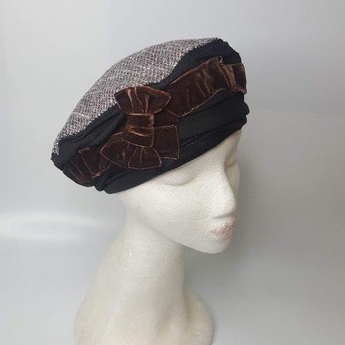 כובע מעוצב אלגנטי סרט קטיפה חום