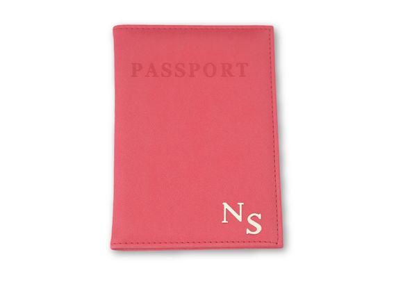 כיסוי לדרכון ורוד פוקסיה עם אותיות כסף חלקות