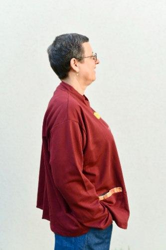 קרדיגן מדגם אלי מבד פרנץ׳ טרי בצבע בורדו