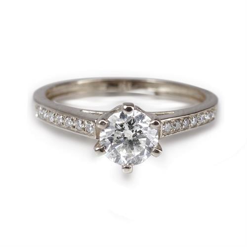 טבעת יהלומים קלסית