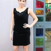 שמלת קטיפה מיני קלאסית מקושטת ללא שרוולים מידה M
