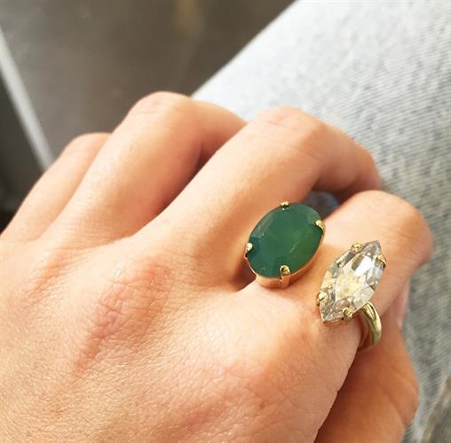 טבעת ניקול ירוק לבן זהב