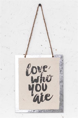 שלט - LOVE WHO U R