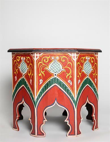 שולחן מתומן מצויר