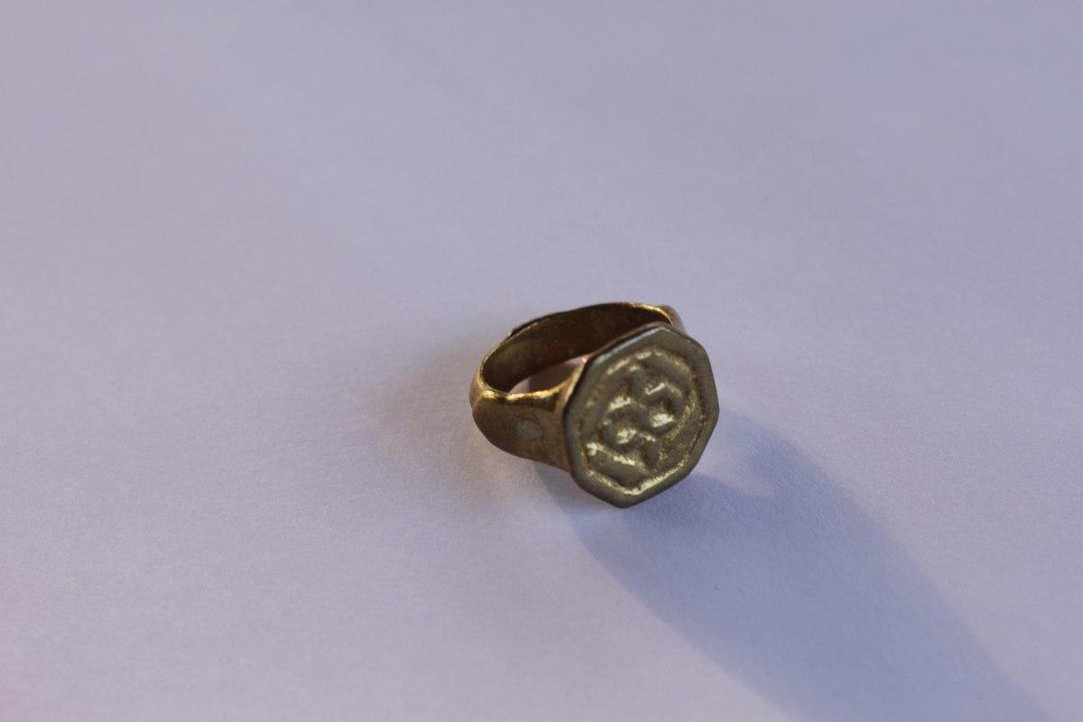 טבעת חותם מהתקופה הרומית ביזנטית. כסף מושחר.   R-105