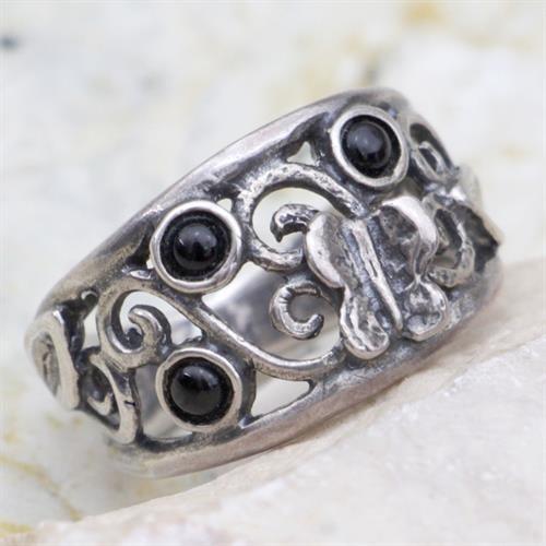 טבעת כסף מעוצבת פרפר ומשובצת אבני אוניקס RG6822
