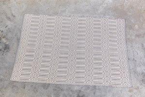שטיח כותנה מעויינים גדול - טבעי ואפור