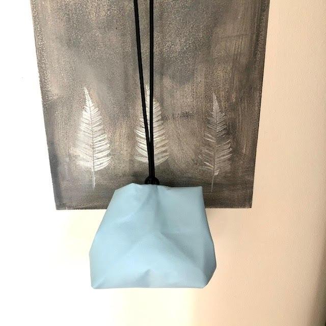 תיק צד יפני בצבע תכלת מחומר דמוי עור