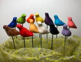 ציפור על מקל לקישוט עציץ