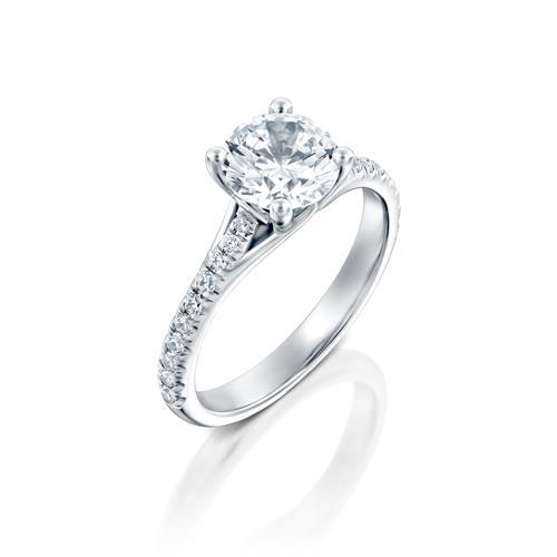 טבעת אירוסין זהב לבן 14 קראט משובצת יהלומים CELTIC CROWN SIDE STONES