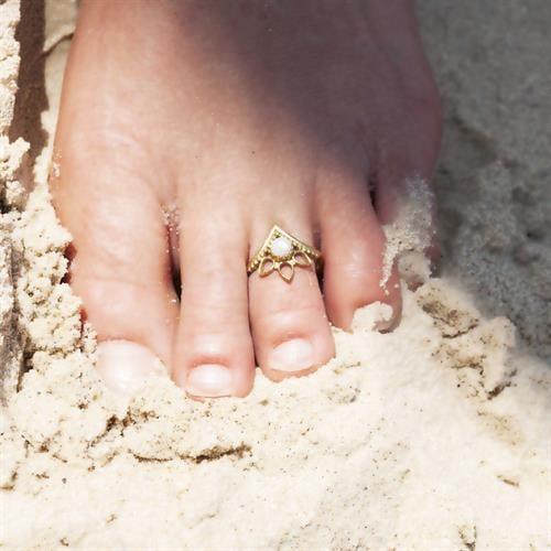 טבעת רגל סוריא שובצת אבן חן מונסטון