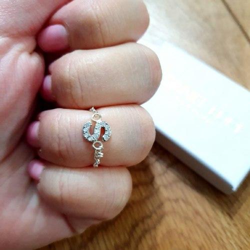 טבעת אות קטנה