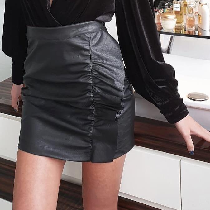 חצאית מיני דמוי עור