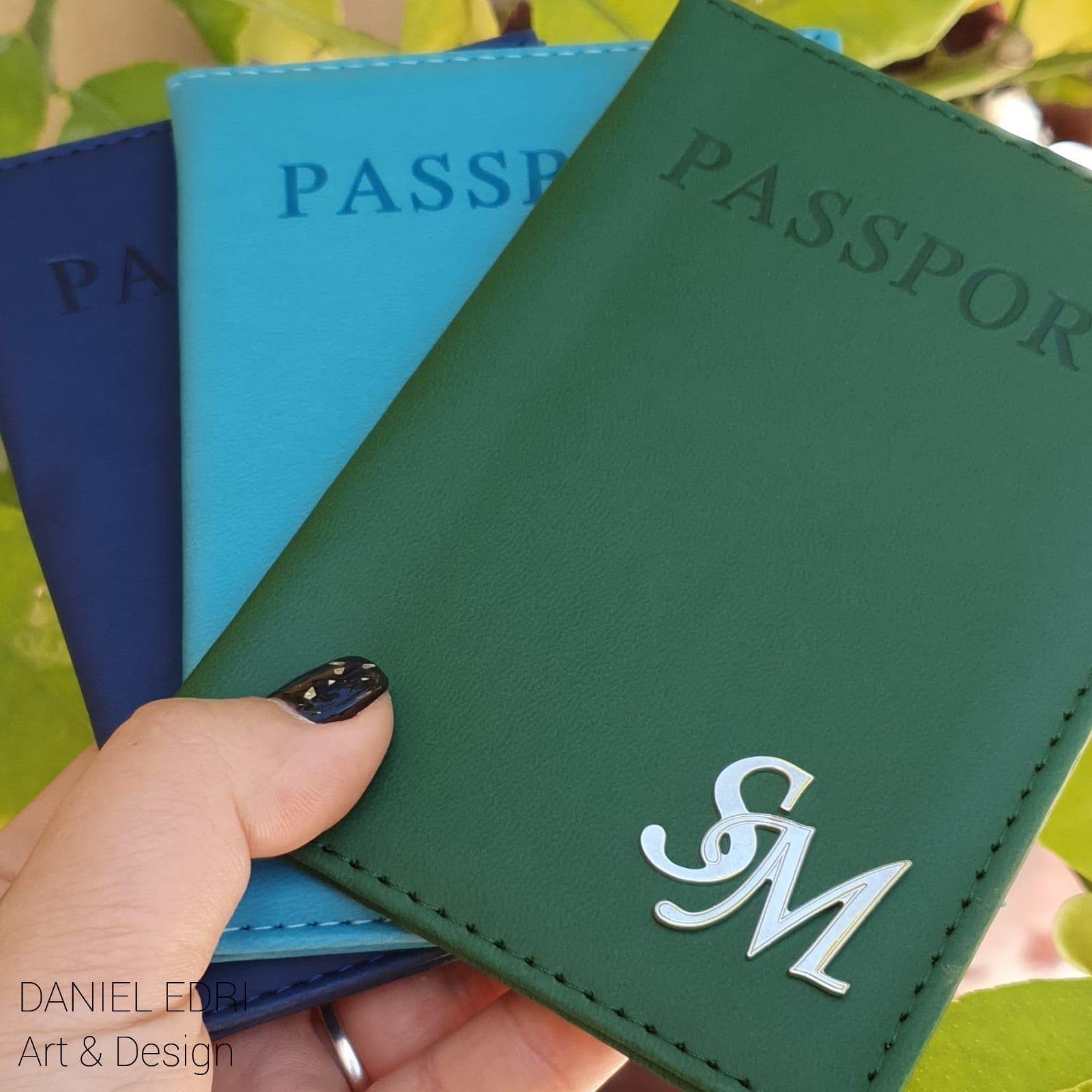 כיסוי דרכון ירוק- 2 אותיות