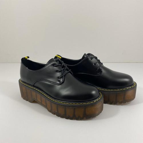 נעל YOUNG סוליה גבוהה בצבע שחור מט