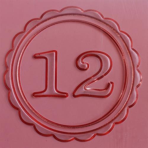 תבליט 12 במסגרת מסולסלת