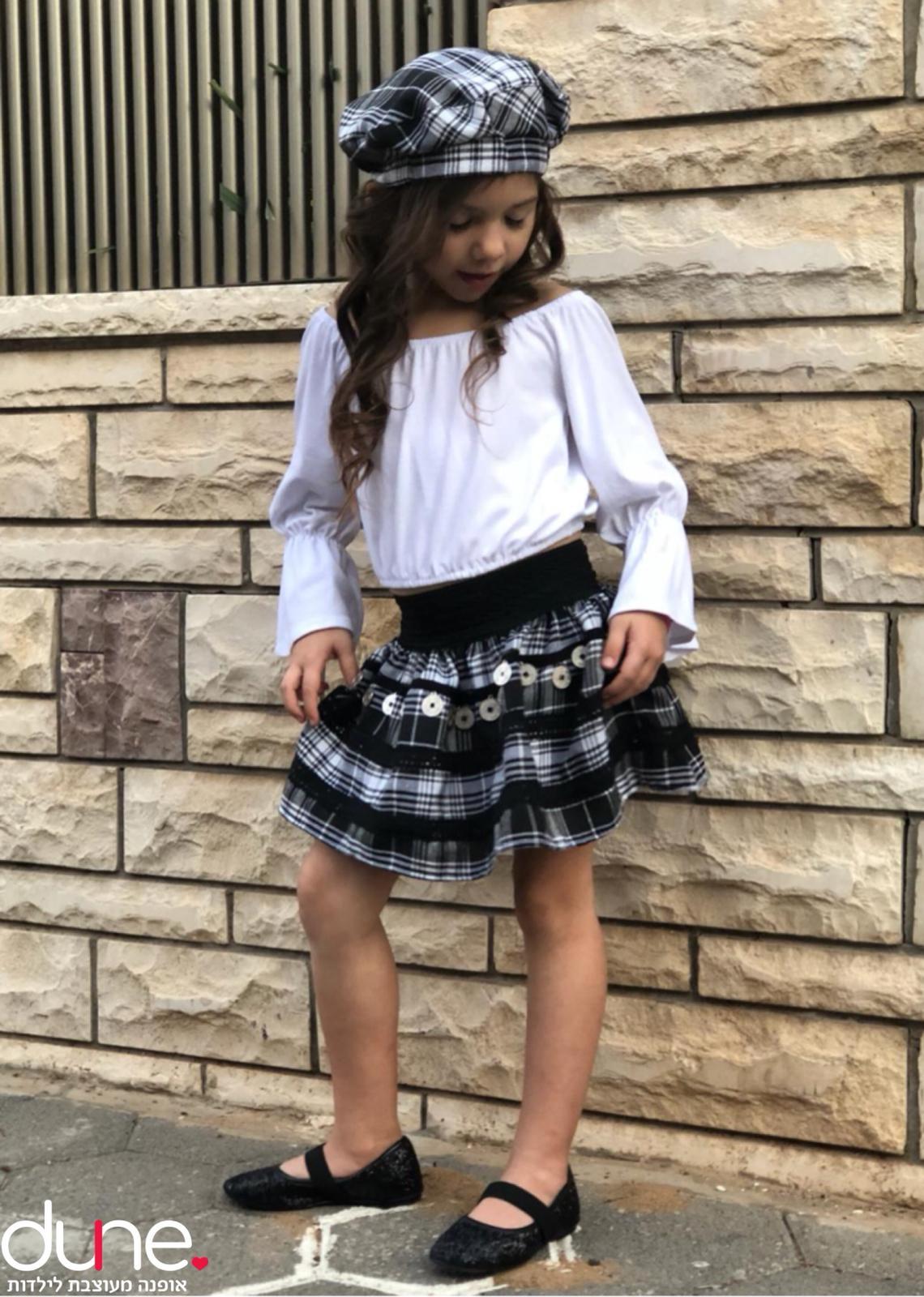 חצאית וחולצה אוף שולדרס