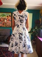 שמלת פורצלן בכחול לבן מידה M