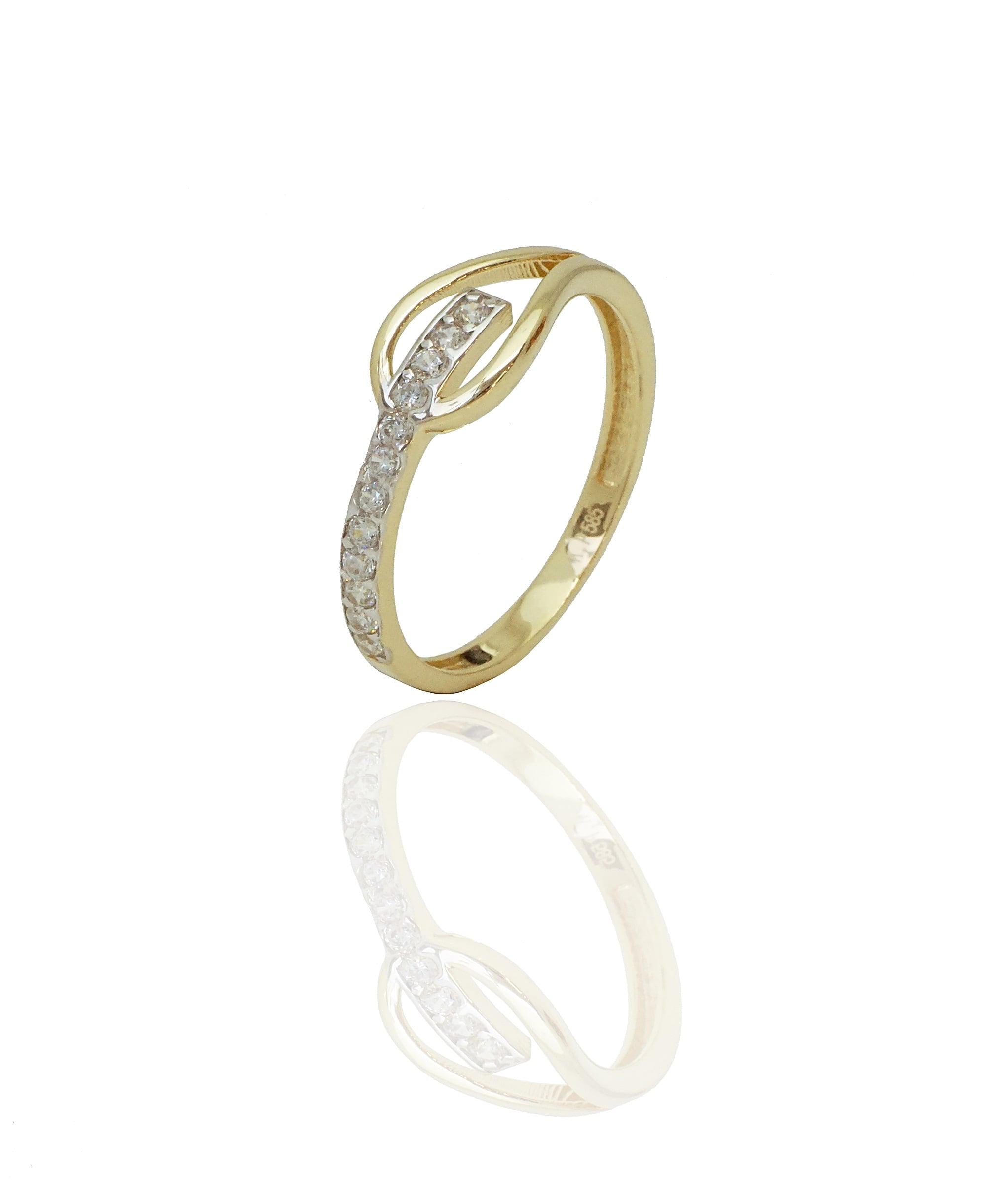 טבעת מעוצבת בשורת בזרקונים בזהב 14 קאראט