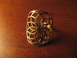 טבעת לוטוס גיאומטרי בראס