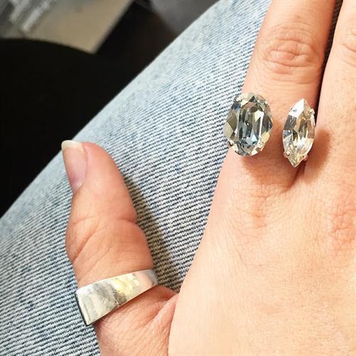 טבעת ניקול תכלת- אפור לבן כסף