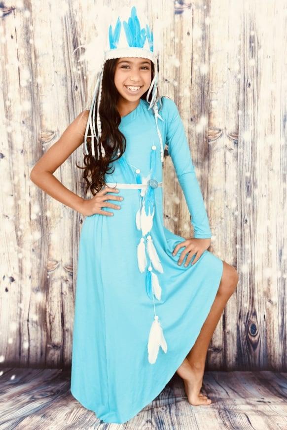 רקדנית אידיאנית א-סמטרית בצבע טורקיז