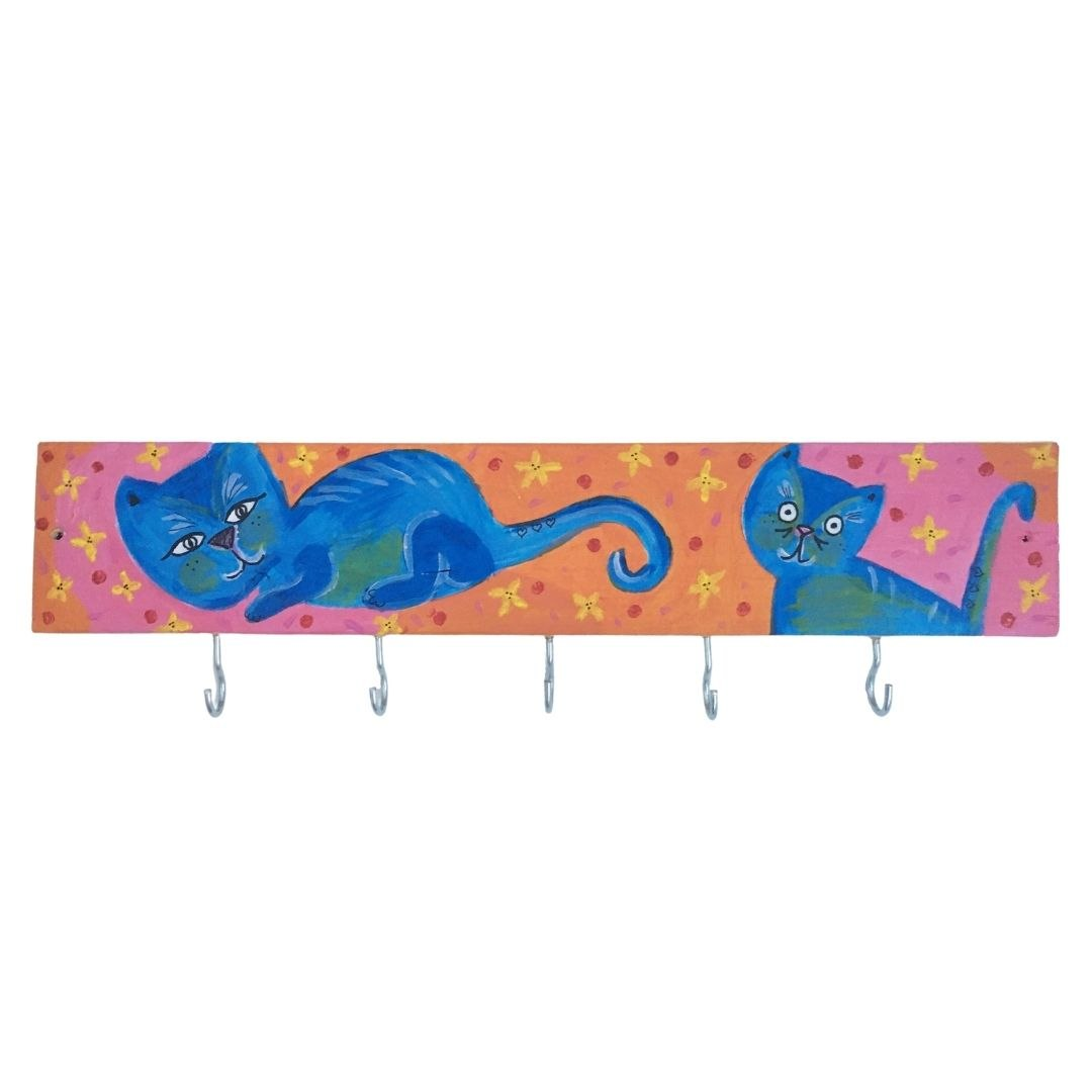 מתלה עם איור של חתולים