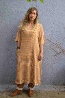 שמלה מדגם טל עם פסים בחרדל ואפור