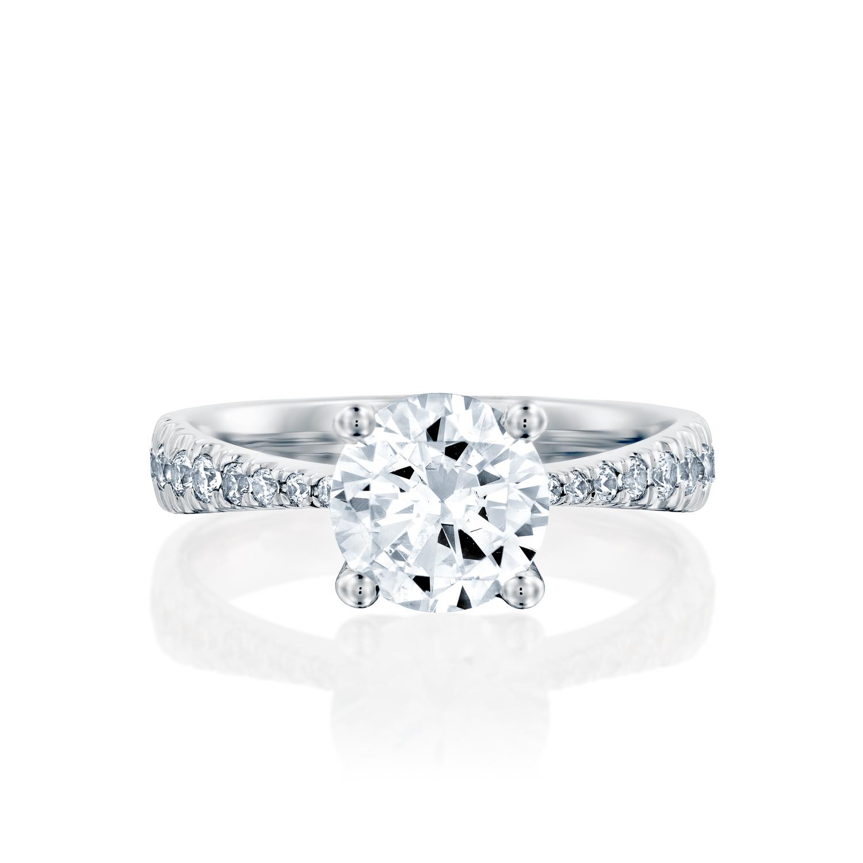 טבעת אירוסין זהב לבן 14 קראט משובצת יהלומים Classic