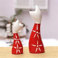 זוג פסלוני עץ אדום ולבן