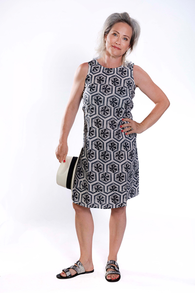 שמלת אריג כותנה באורך ברך בהירה