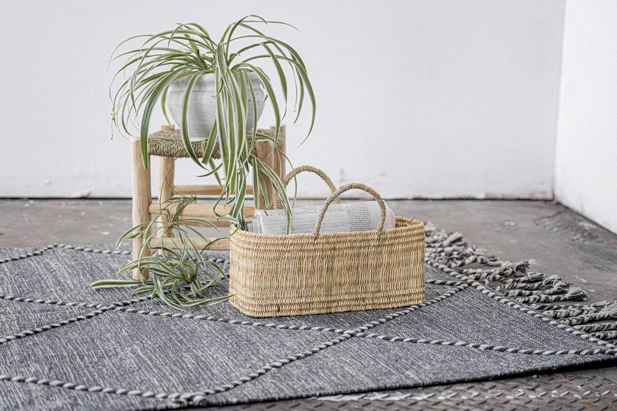 שטיח ארוג אפור (בינוני) עם סיומת צמות