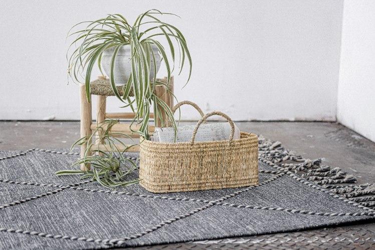 שטיח ארוג עם סיומת צמות - אפור