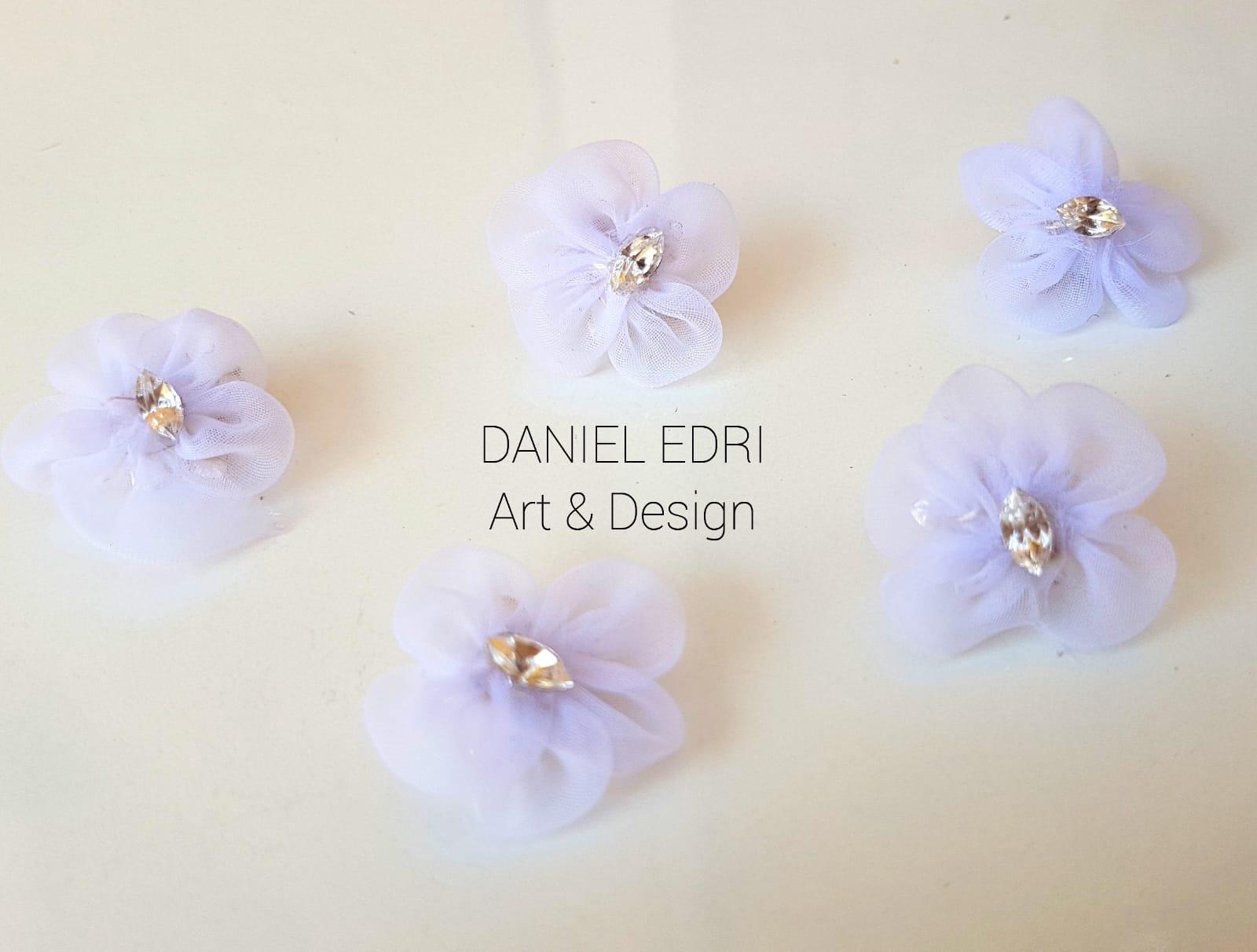 5 סיכות פרחים לבנים עם קריסטל