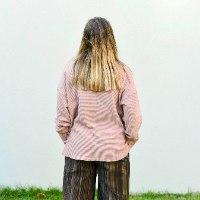 חולצה עליונה מדגם פאני מבד ופל בצבע פודרה