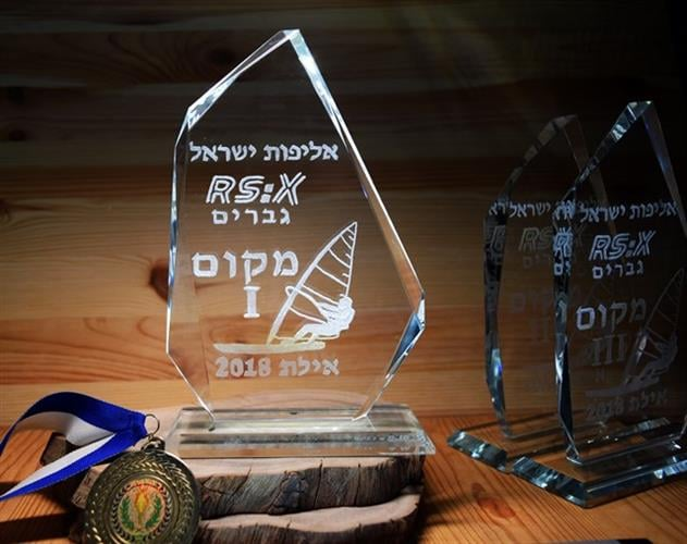 גביעי קריסטל לתחרויות בעיצוב אישי