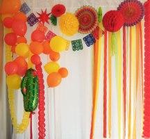 קישוטים מסיבה מקסיקנית. אביזרים יום הולדת מקסיקו. בלונים. דגלים מקסיקו