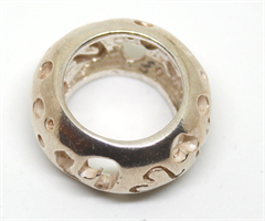 טבעת מחוררת עם לבבות