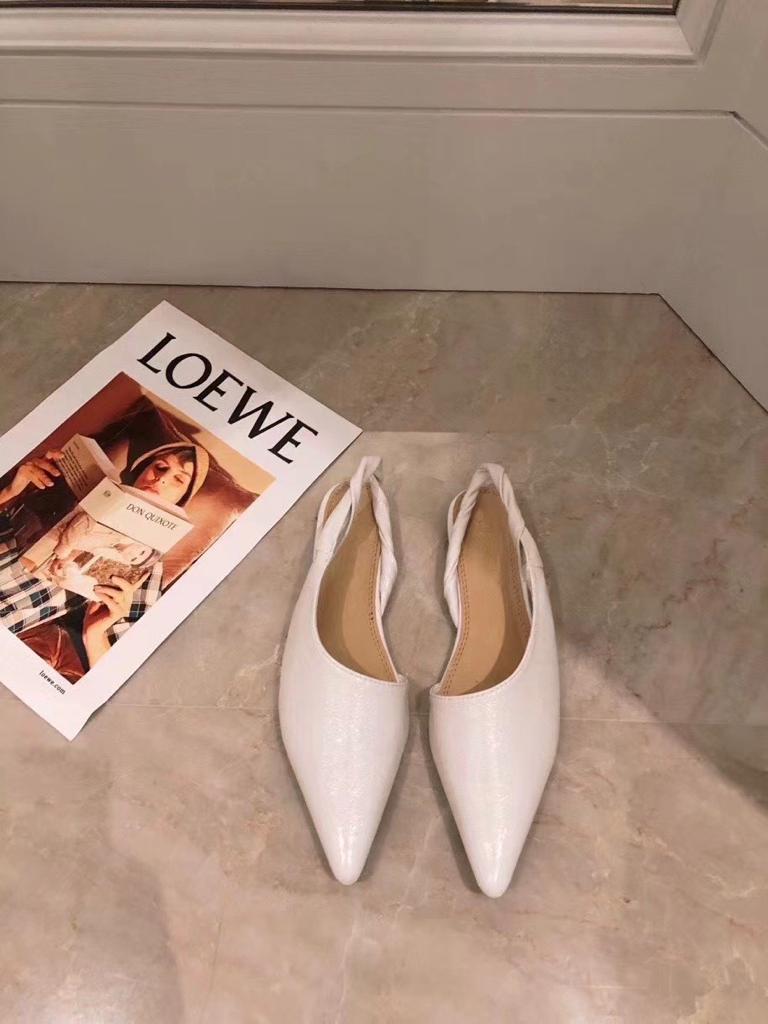 נעלי קירה