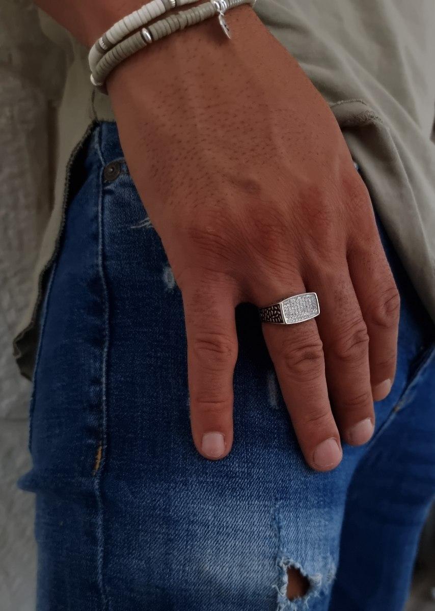 טבעת כסף לגבר מלבנית עם זרקונים לבנים