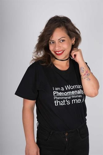 חולצת טי שירט יוניסקס שחורה I'm a woman