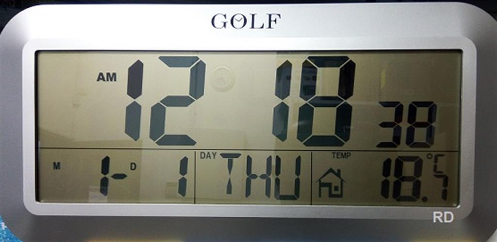 שעון קיר דיגיטלי על סוללות GOLF