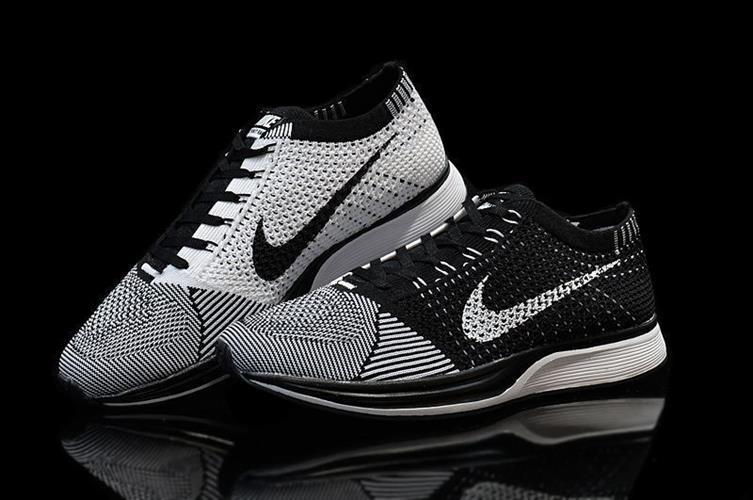 נעלי Nike Flyknit Racer בגימור Black White מידות 40-45
