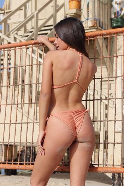 בגד ים ברזילאי מבריק PEACH- טופ אמילי/תחתון קשירה כיווצים