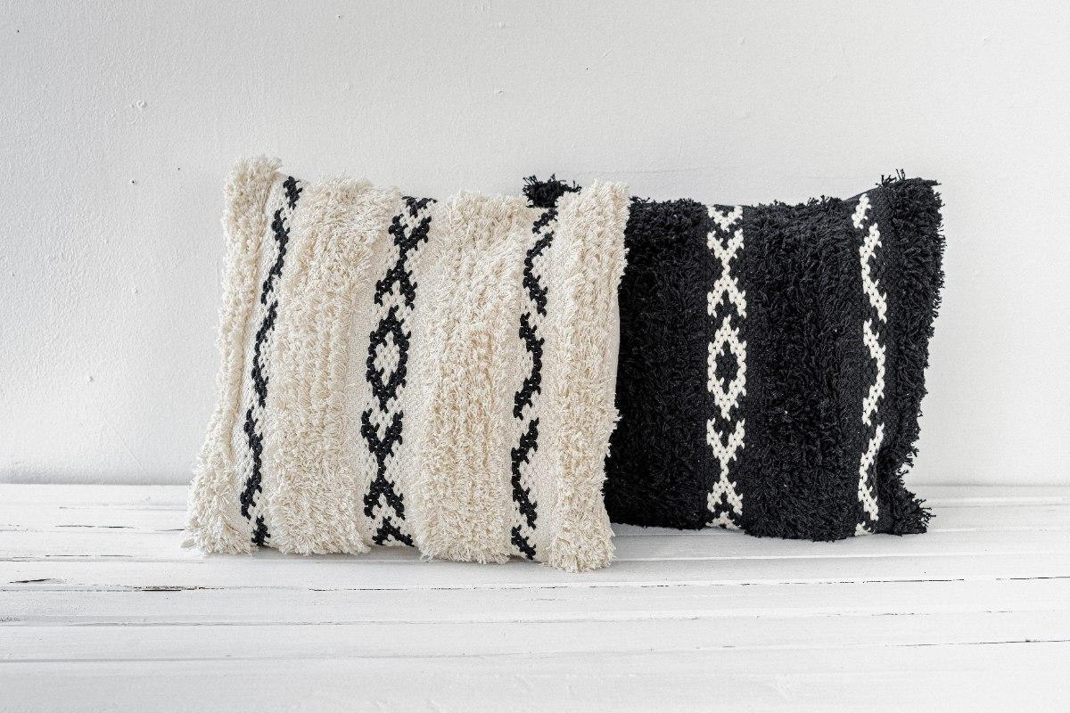 זוג כריות שאגי מרובעות שחור ולבן