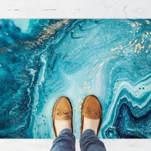 שטיח פי וי סי למטבח בסגנון מודרני ומהמם- דגם אבן חן בגוון כחול עם נגיעות זהב