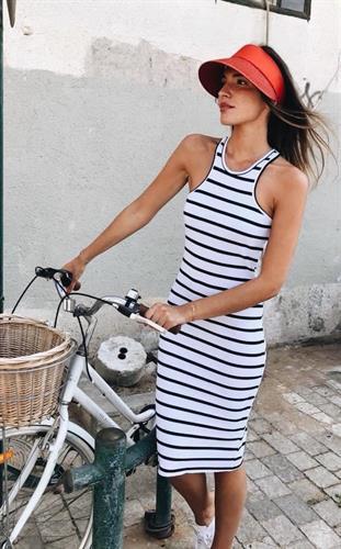 שמלת בייסיק סטריפ