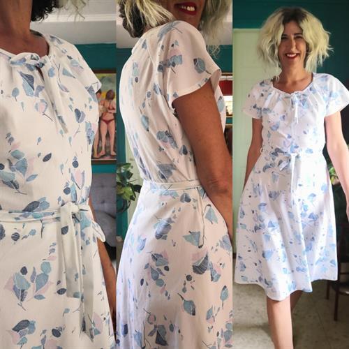 שמלה אביבית בהירה מבד ייחודי מידה M/L