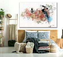 תמונה מודרנית צבעונית של אישה מעל ספה